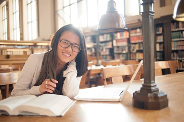 Yen Vu in library